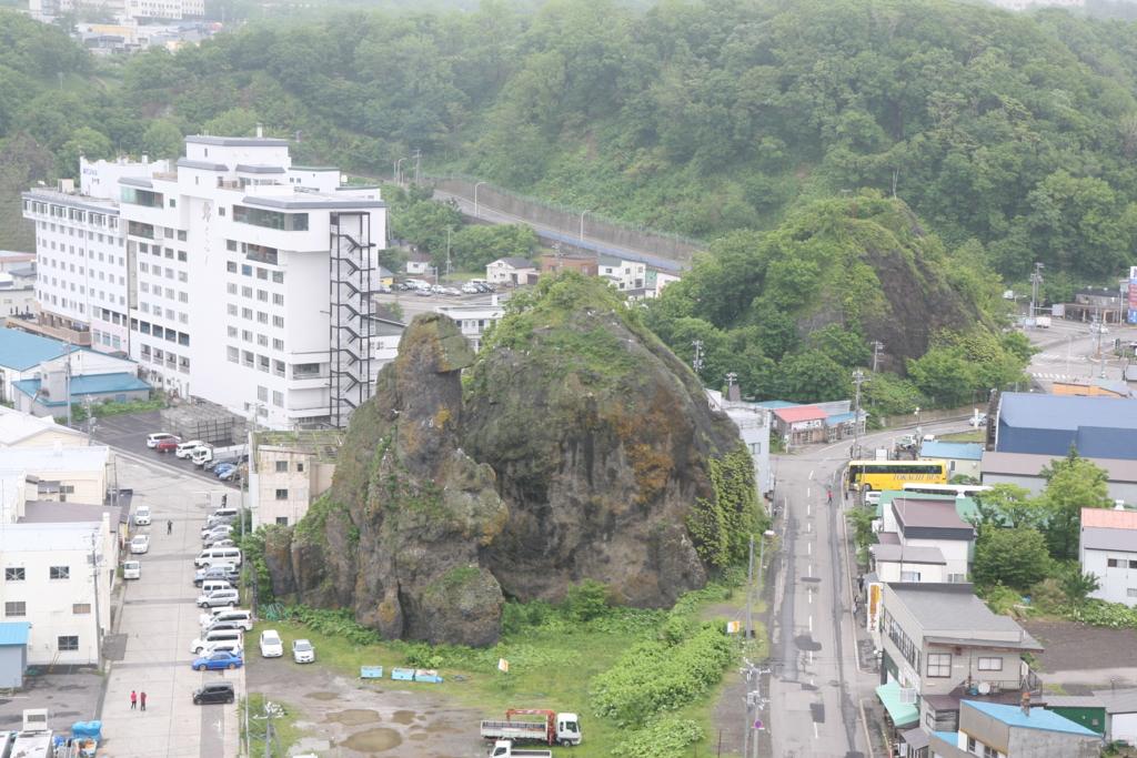 北海道・知床のゴジラ岩
