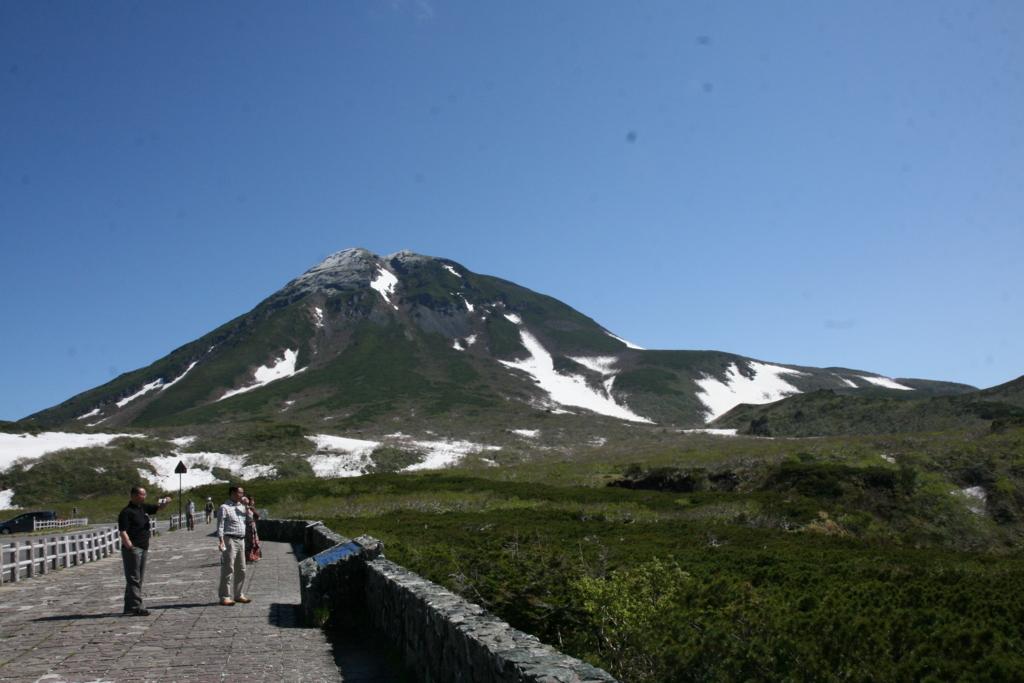 北海道・知床峠から見る羅臼岳