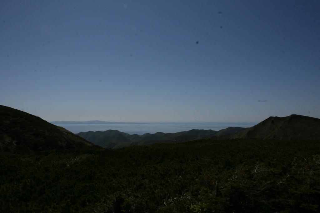 北海道・知床峠から見る国後島