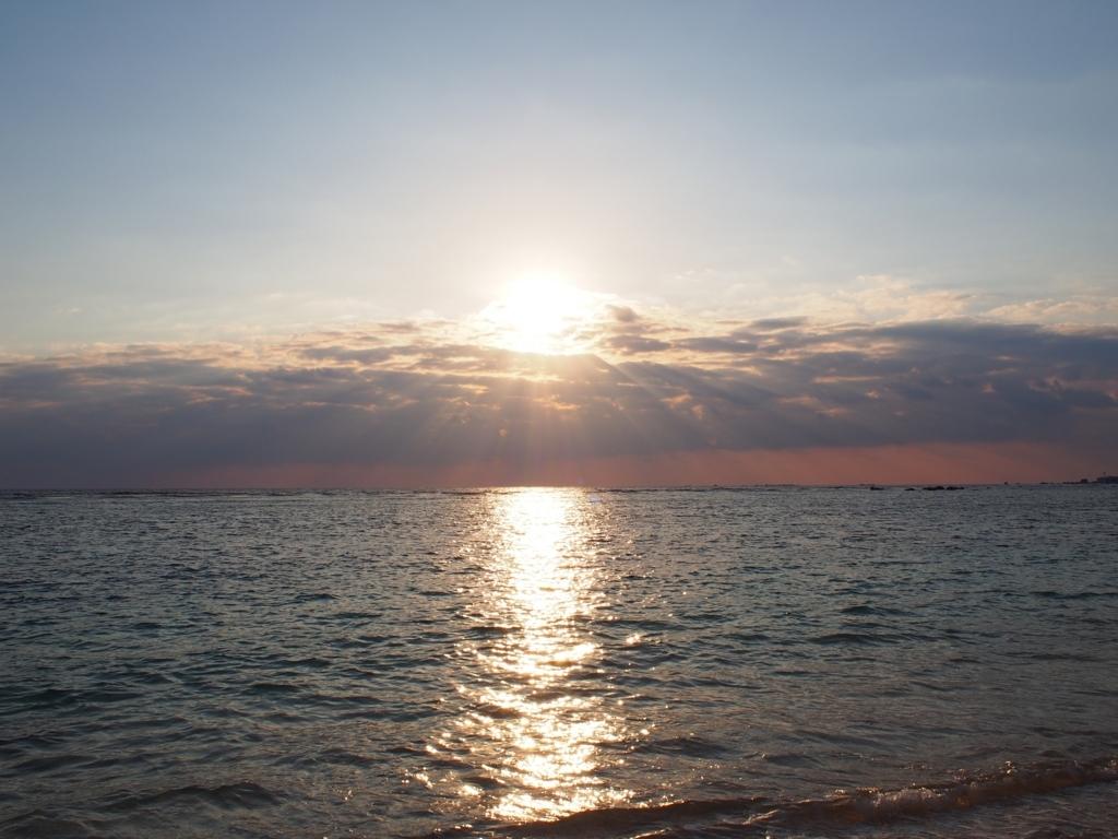 新城ビーチの朝日
