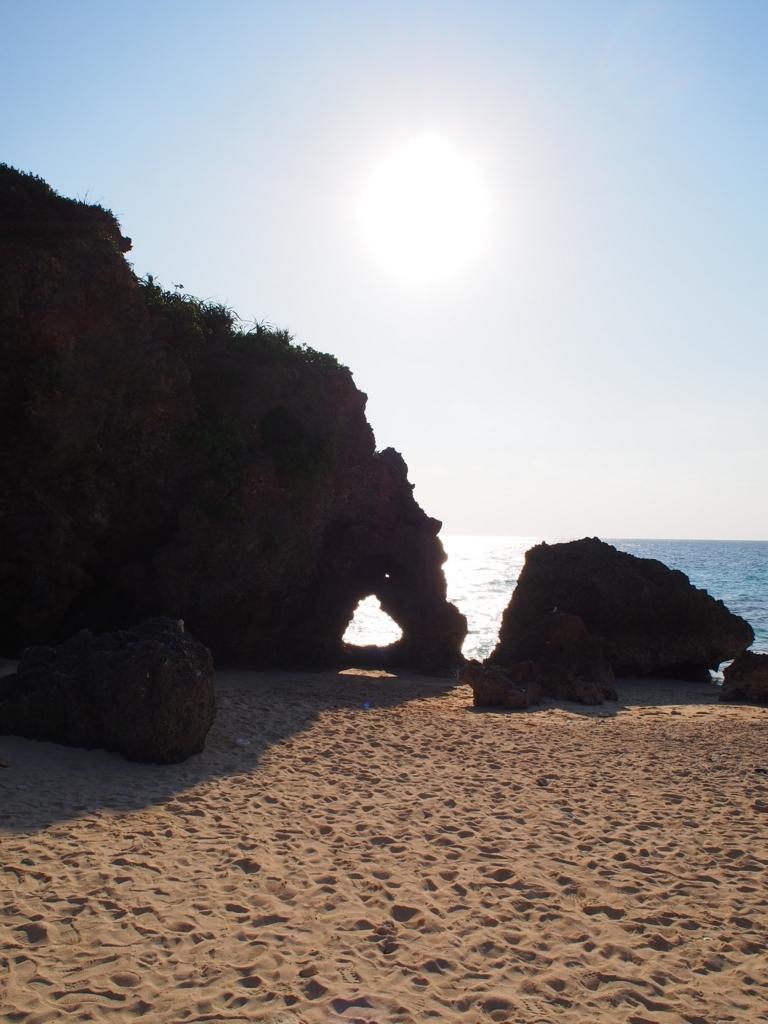 イキヅービーチのハート岩
