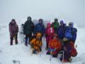 鶏頭山の山頂で集合写真