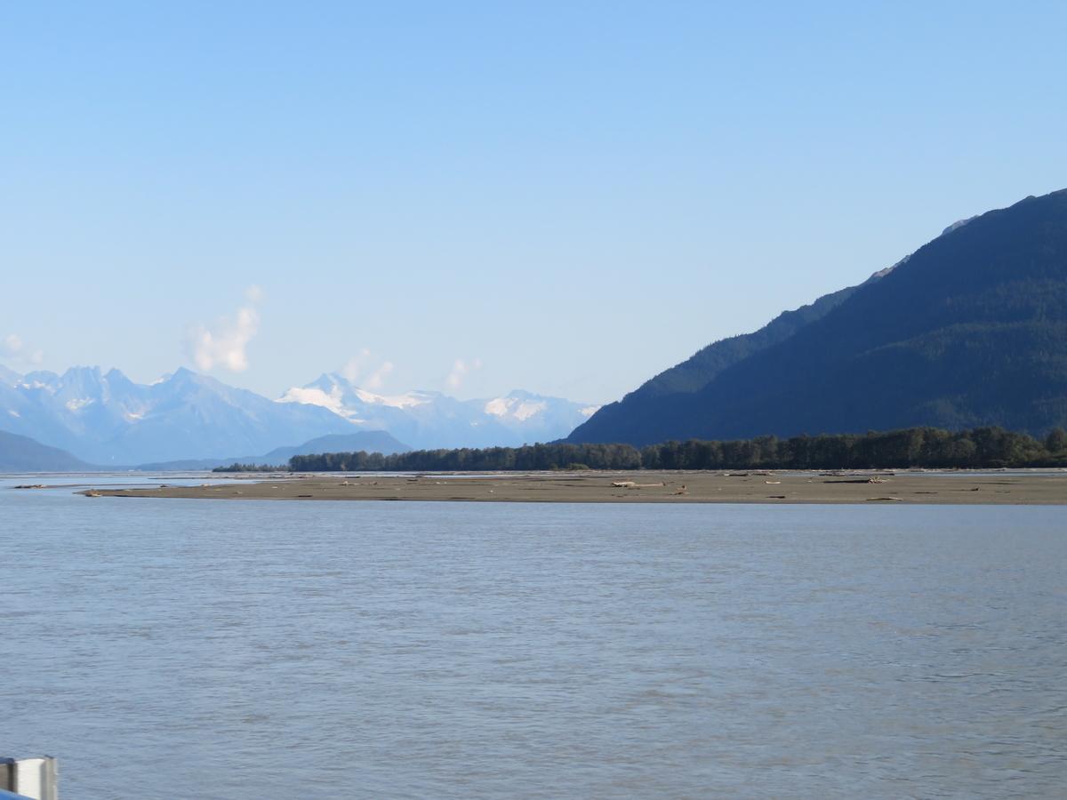 雪山と大河