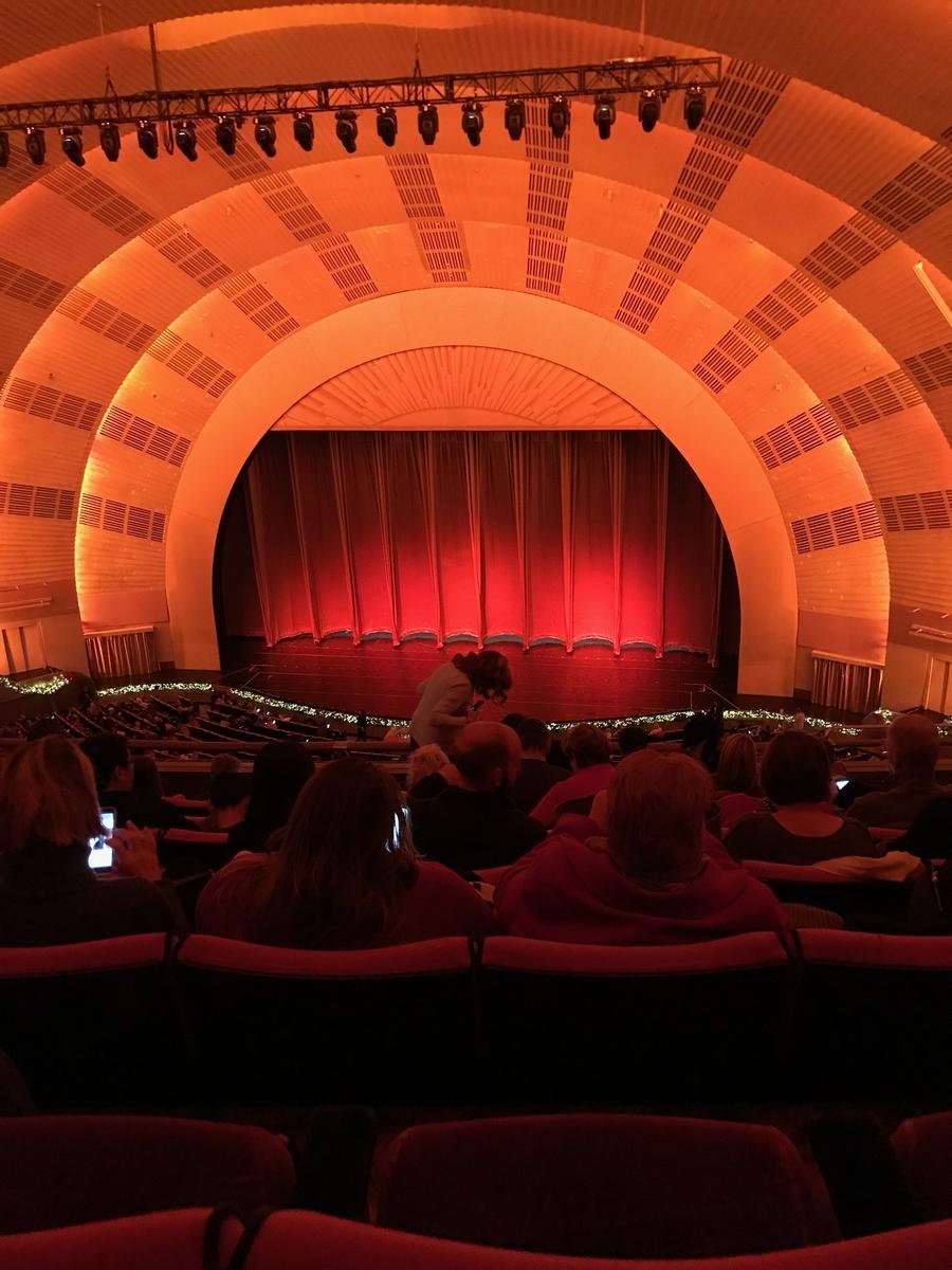 客席から見た舞台