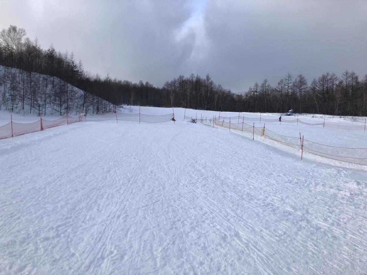 スキー場のゲレンデ