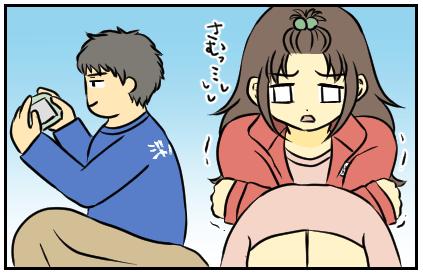 寒くて震えている妹。