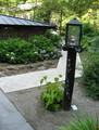 [青荷温泉]庭のランプ