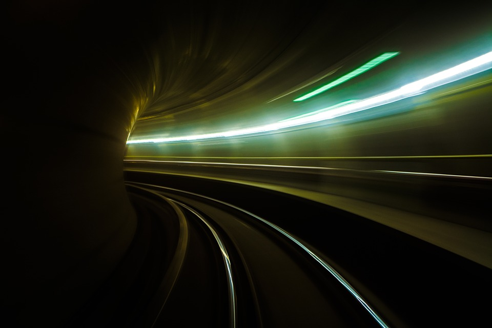 スピード感を感じる画像