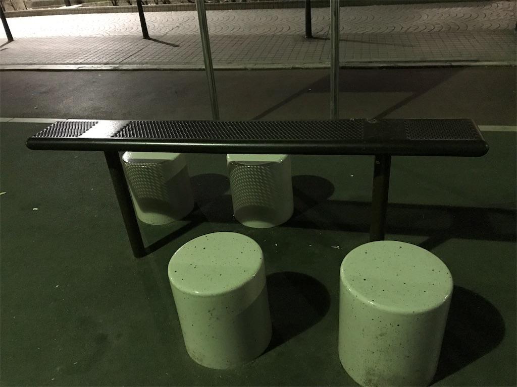 公園のテーブル