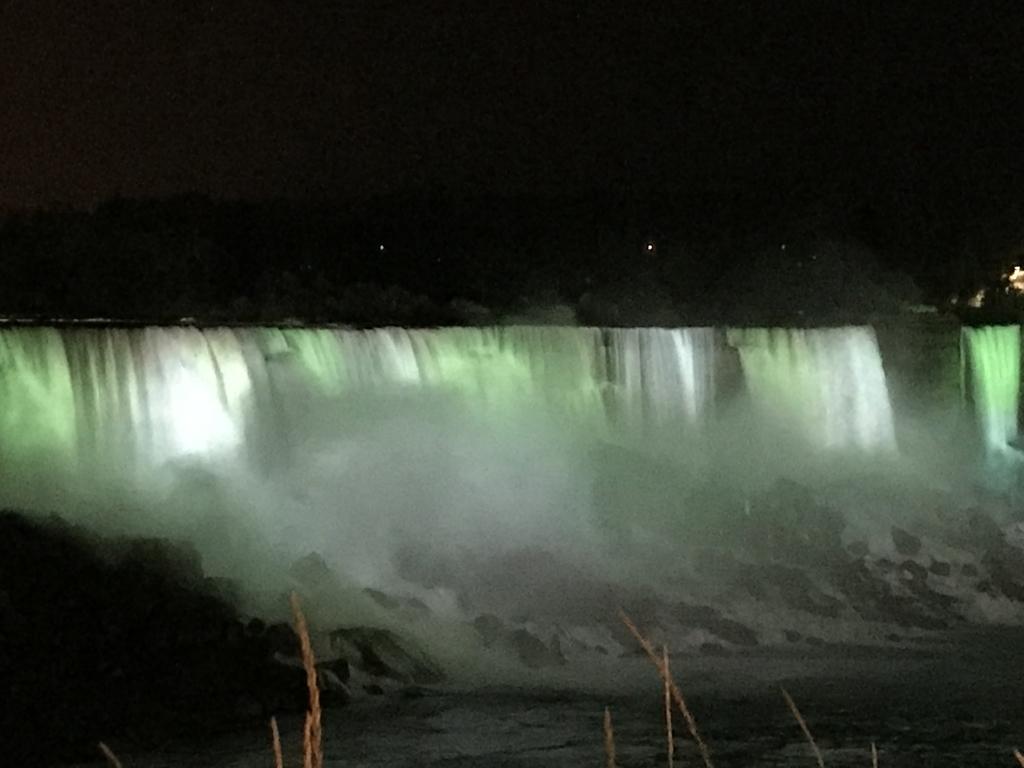 ナイアガラ、アメリカ滝のライトアップ