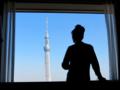 @東武ホテルレバント東京  部屋からスカイツリーを眺める母