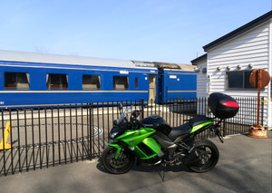 Bluetrain_and_my_motorcycle