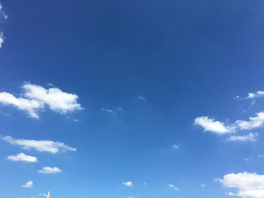 伊東静雄の「夏の終わり」は、空を行く雲をきれいに描いた詩だ ...