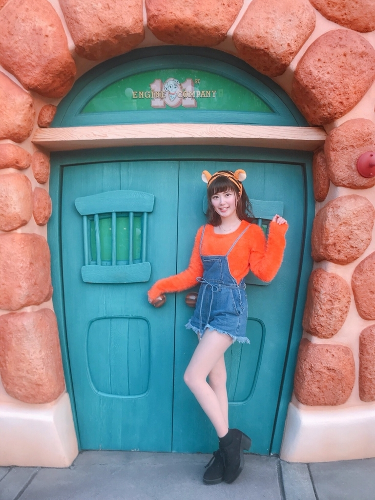 東京ディズニーランドに行ってきました! 実はディズニーには子どものころから 何度も行っているので、とても詳しいんです。 そんなディズニー常連者のわたしは、 いつも必ず絶叫系の乗り物に乗るのですが、、 なんと今回は混んでて、絶叫系には乗ることができませんでした