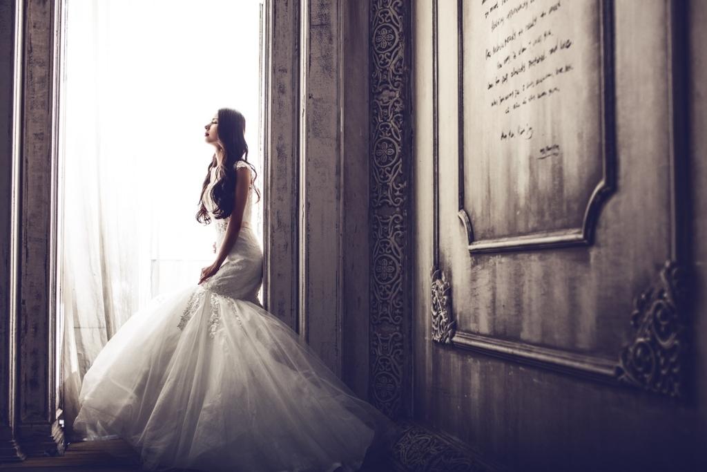 俳優ヒュー・グラントが結婚した真の理由とは?英語多読ニュース