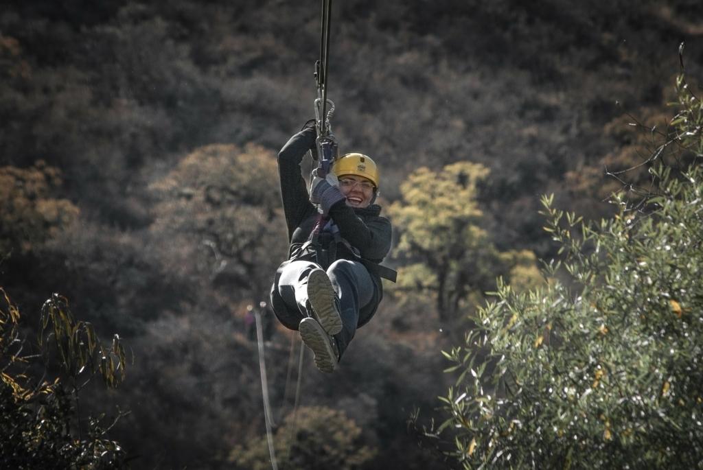 AR(拡張現実)でアラブの山中を飛ぶ体験はいかが?