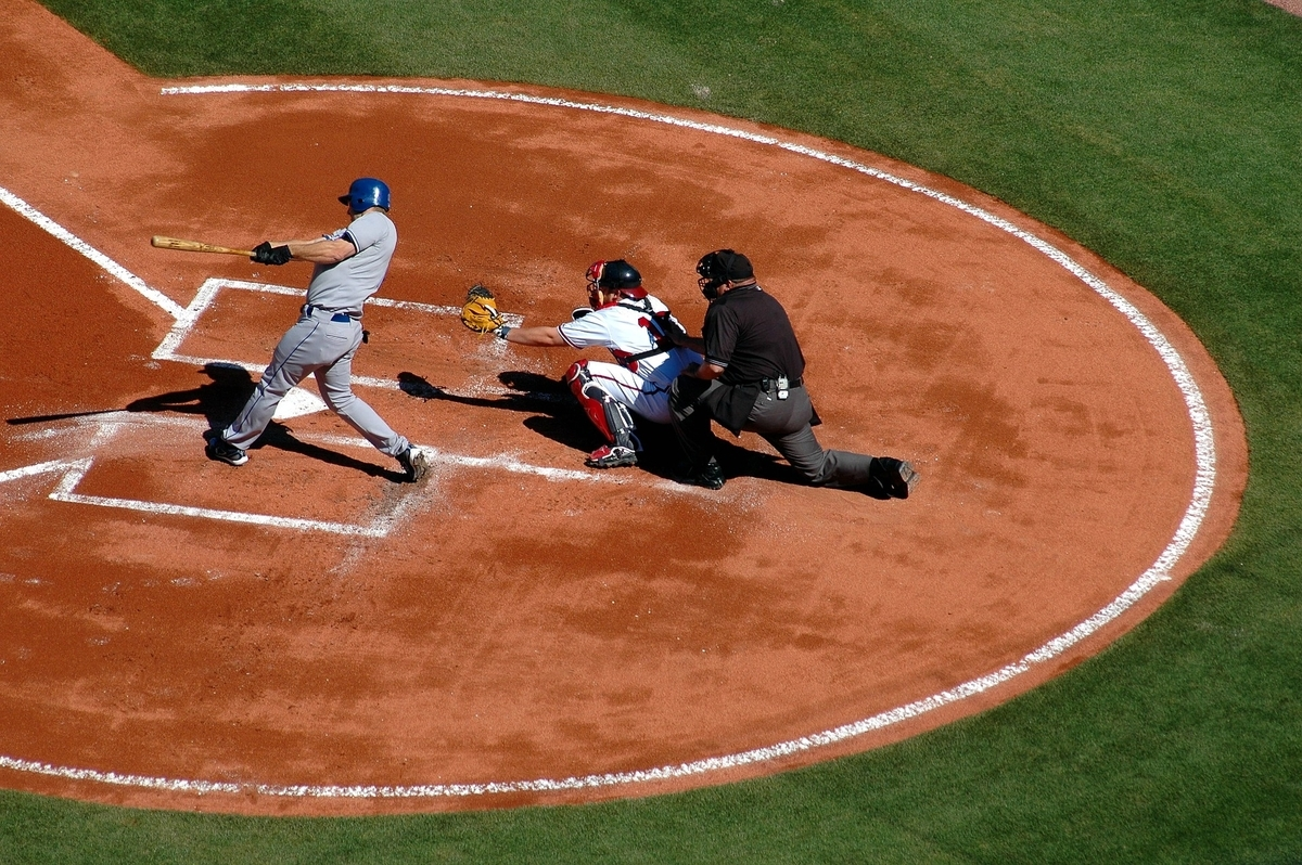野球のアンパイア(審判)はロボットに任せるべきか?【英語多読ニュース】