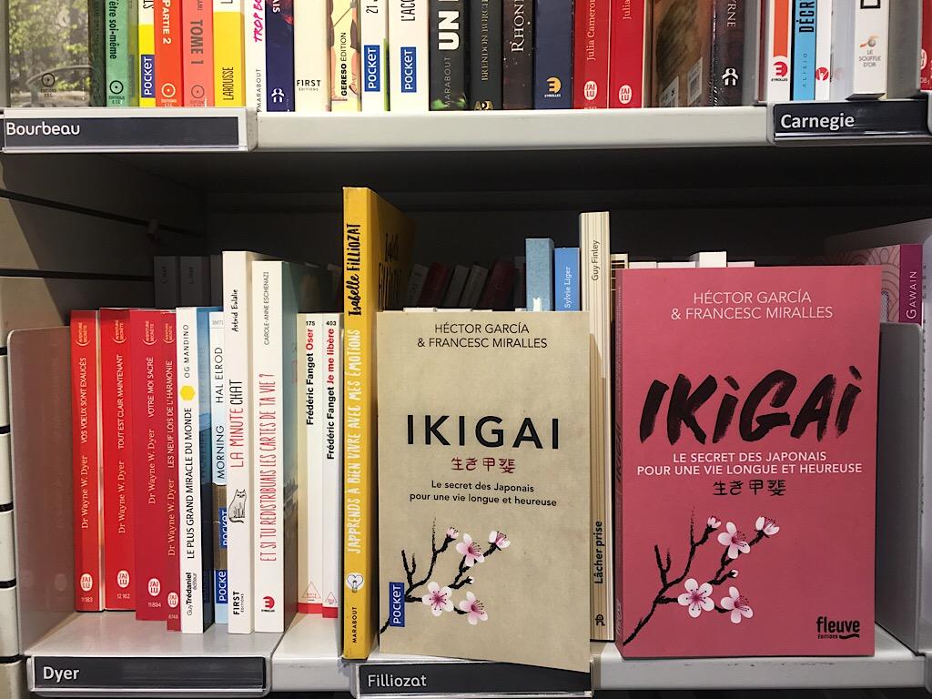 今では「ikigai」と名の付いた本がたくさん出版されているが、元祖はこれ(左は文庫版)。写真はフランス語版