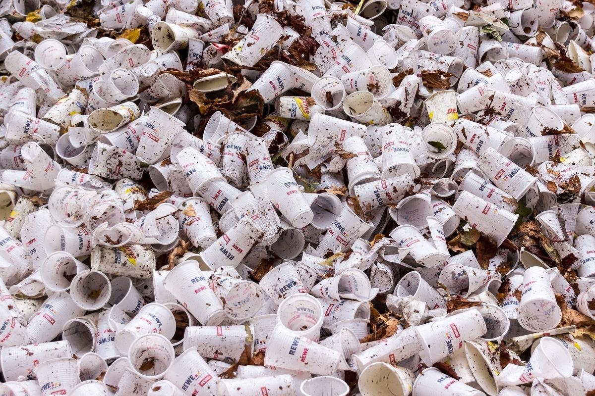 プラスチック廃棄物で100万人が犠牲に?【英語多読ニュース】