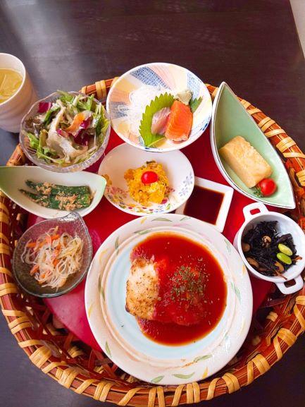 rakuen no syokutaku 「hanakago lunch」