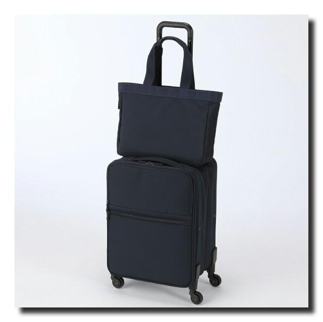 たくさんの荷物がおさめられる、四輪キャリーバッグは滞在型の旅行に。 一方、ビジネスシーン向けのラインナップは、軽量で移動しやすい大きさになっています。