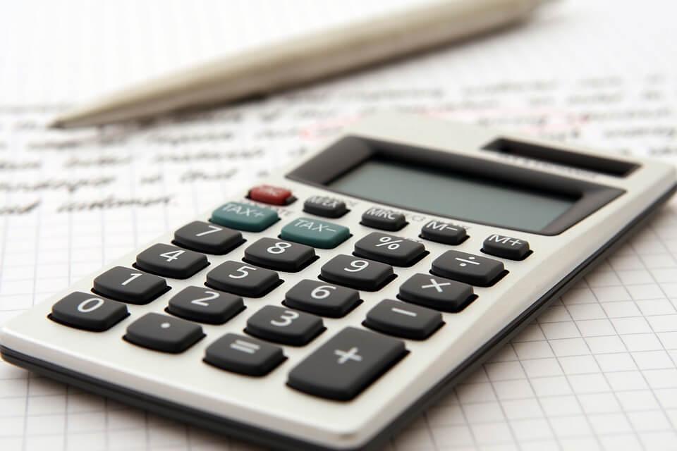 料金を計算するイメージ写真