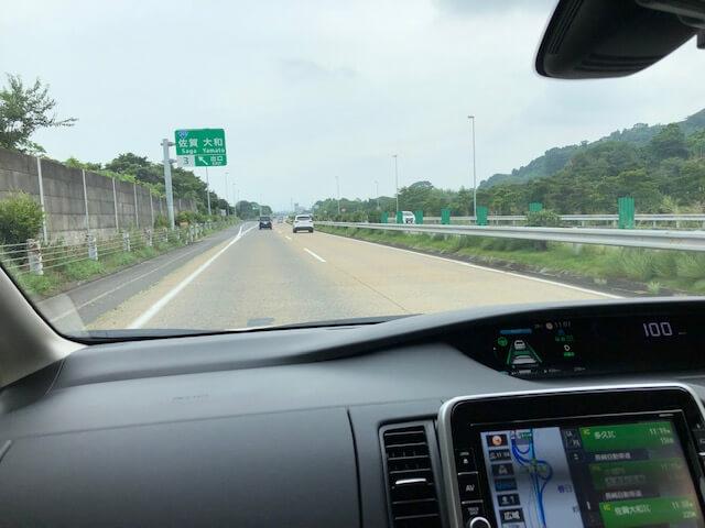 佐賀の高速道路をプロパイロットで走っている写真