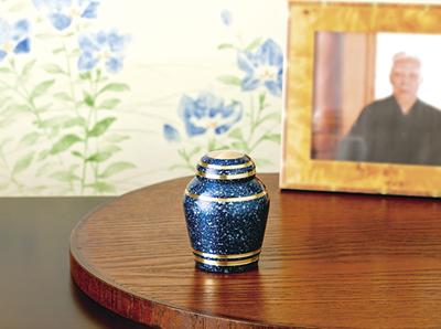 永代供養とのセットでよく選ばれる手元供養ミニ骨壺