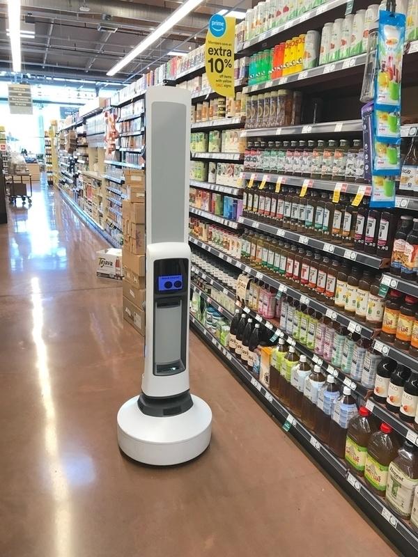 ホールフーズ店内を巡回する在庫確認ロボット