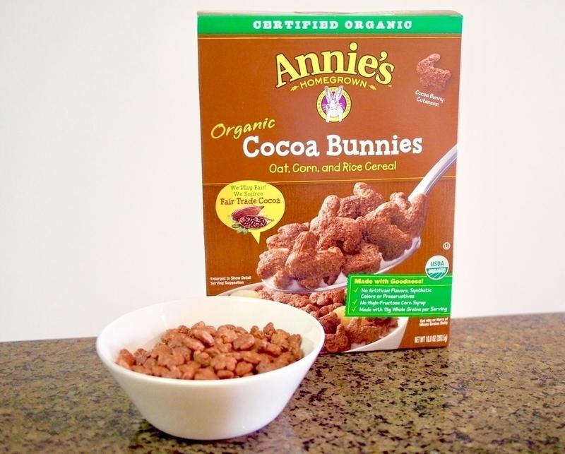 アニーズのチョコシリアルパッケージとお皿に盛ったチョコシリアル