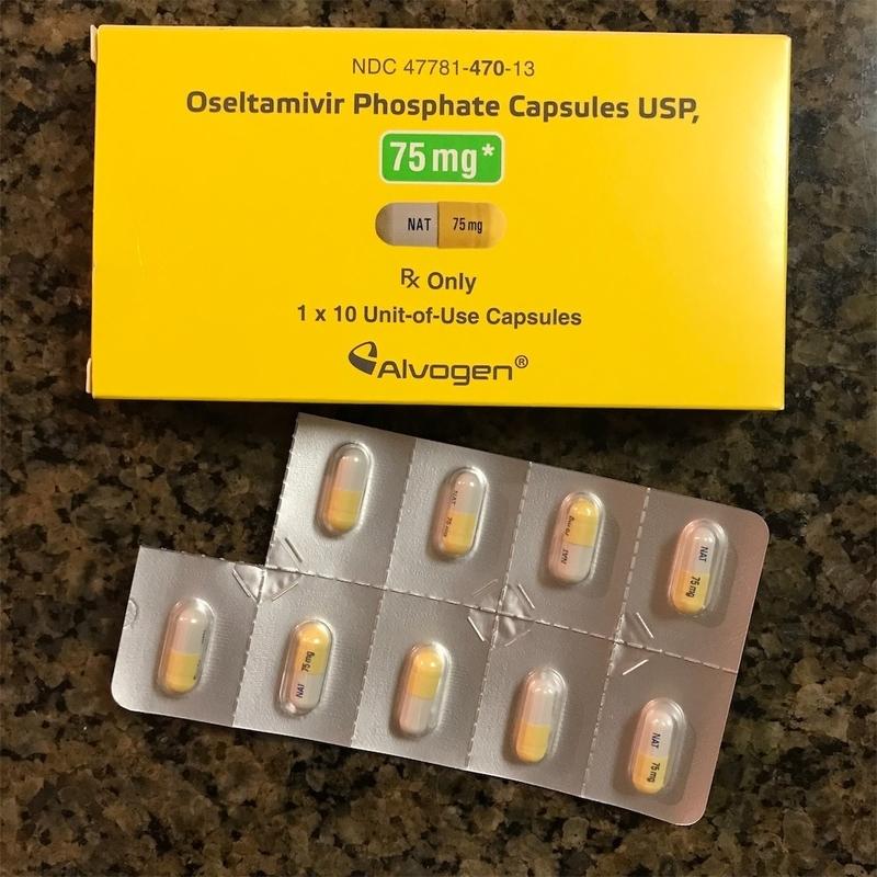 タミフルの外箱と錠剤