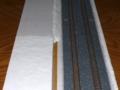手前側にも紙粘土を盛り付ける。