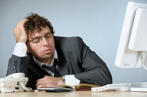 仕事に悩んでいる男性