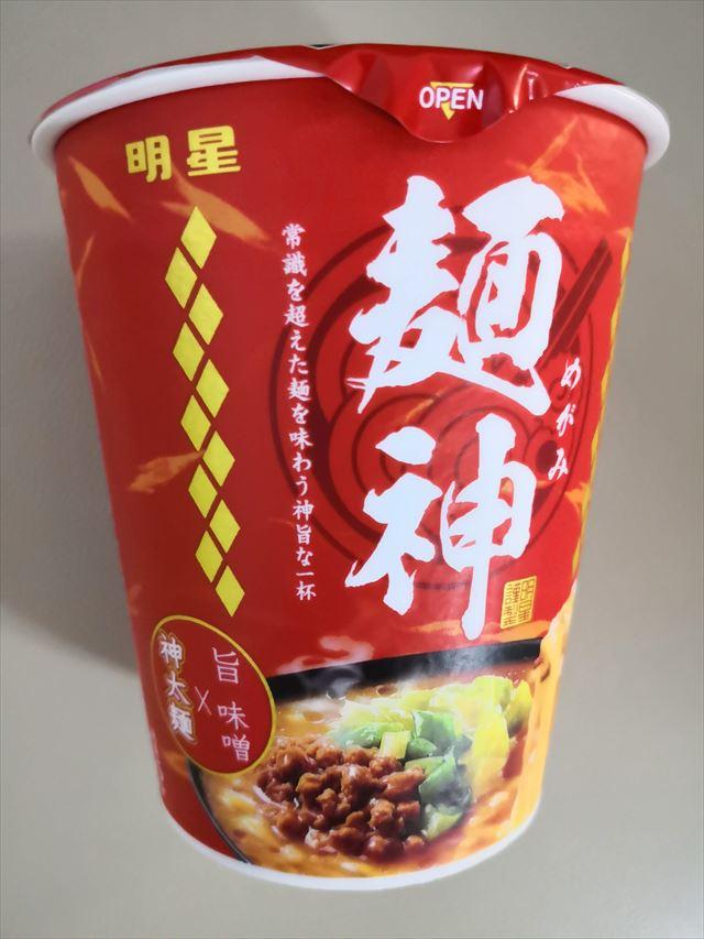 明星食品から発売した麺神の旨味噌カップ麺を買った