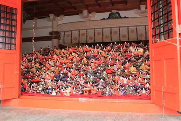 「淡島神社」本社の人形