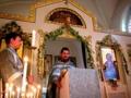 イコノスタシス王門前で福音経を奉読する司祭