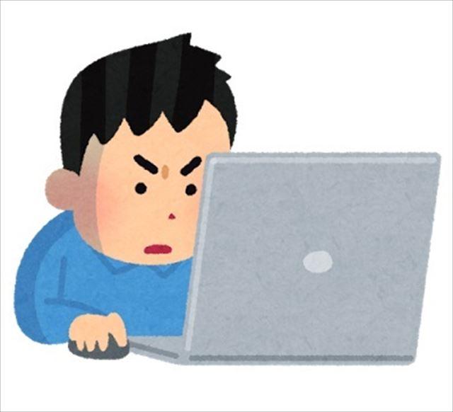 パソコンに夢中な男性