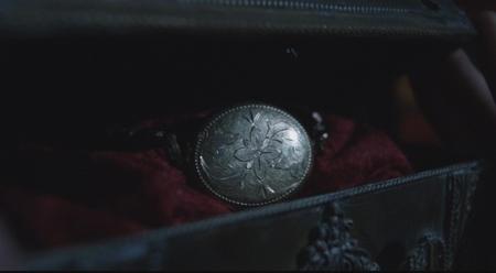死者の腕輪