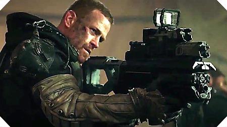 銃を構えるセッション少佐