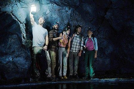 謎の洞窟に来る主人公達