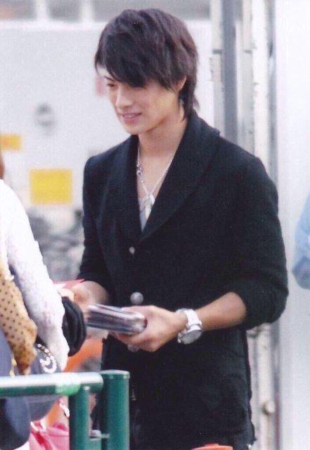 黒コート平野紫耀