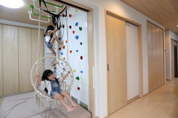 千葉県の注文住宅実例:キッズスペース:クライミングウォール