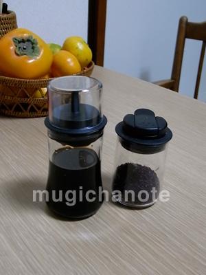 無印で売ってたプッシュ式ボトルを醤油さしにしてみた。小皿に出すより、少ない量で均一に醤油がつけられるし、香りも広がる。ただし、気づかぬうちにテーブルクロスに  ...
