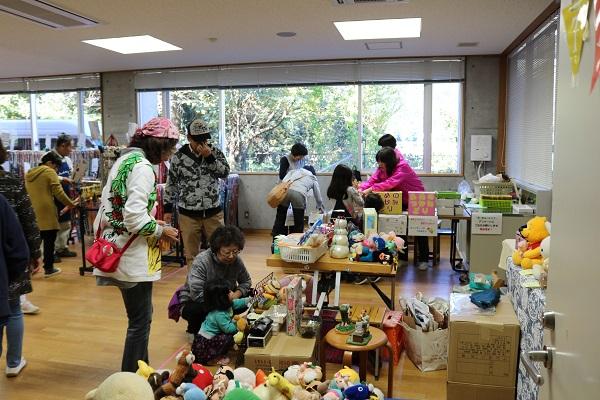 関市武儀生涯学習センター学メイドのフリーマーケット
