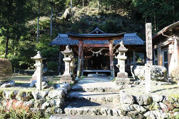 関市下之保轡野の白山神社