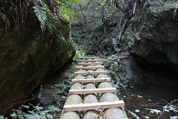乙女滝入口のはしご