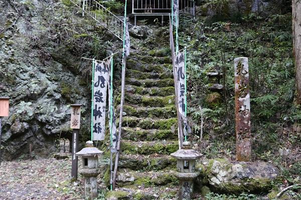 乳岩神社へ到着