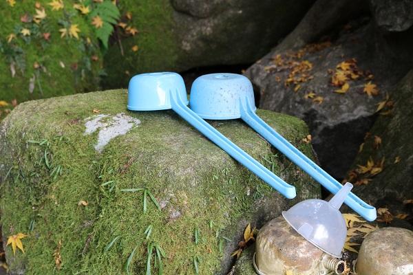 お宮の清水に設置されている杓子