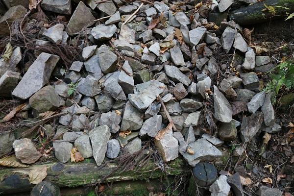 平成山遊歩道の落石