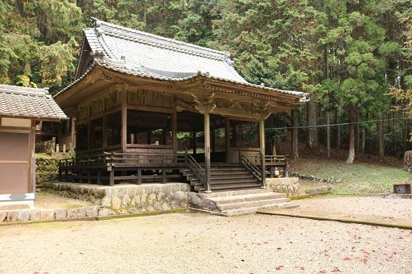 稲荷神社の境内